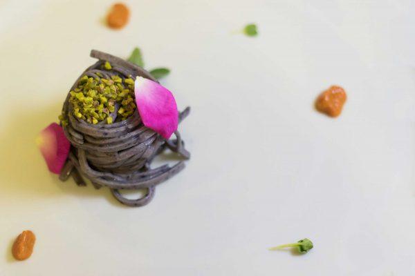 Tagliolini ai mirtilli e pistacchio di Bronte